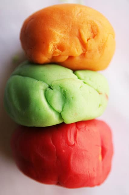 Learn how to make the ultimate perfect play dough!