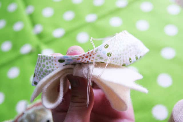 This DIY baby headband is so easy and couldn't be cuter! You don't need to be an expert at sewing to whip up this headband!