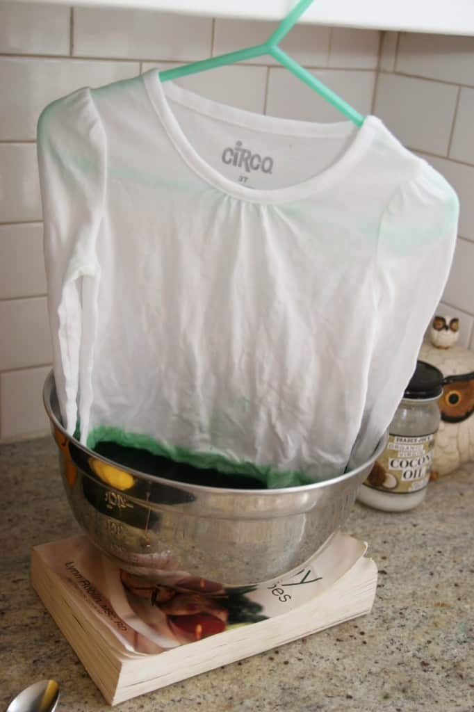 Make a DIY ombre shirt using RIT dye. It's so simple!