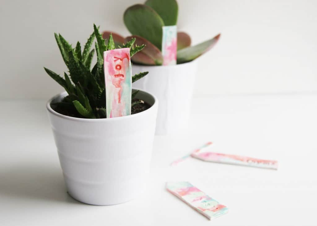 Make some watercolor plant markers as a perfect Mother's Day or end of the year teacher gift. This is such an easy polymer clay tutorial!