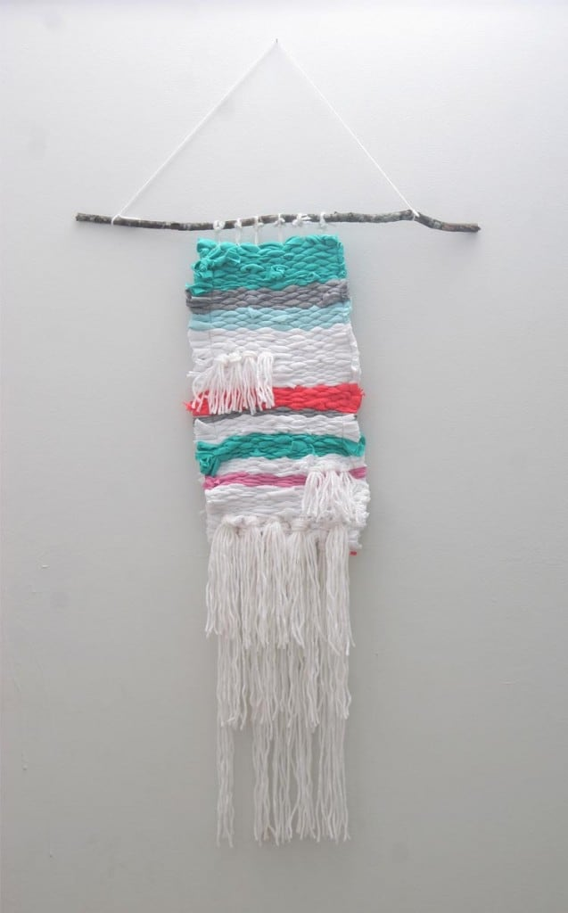 Make a weaving out of old t-shirts! This DIY wall decor is perfect for any kids room!