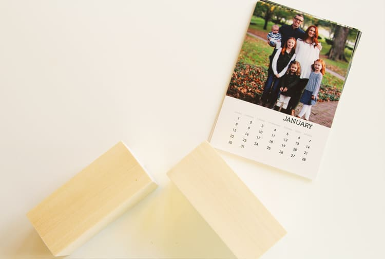 Learn how to make a DIY desk calendar with just a few easy steps! This is a great DIY Christmas gift idea!