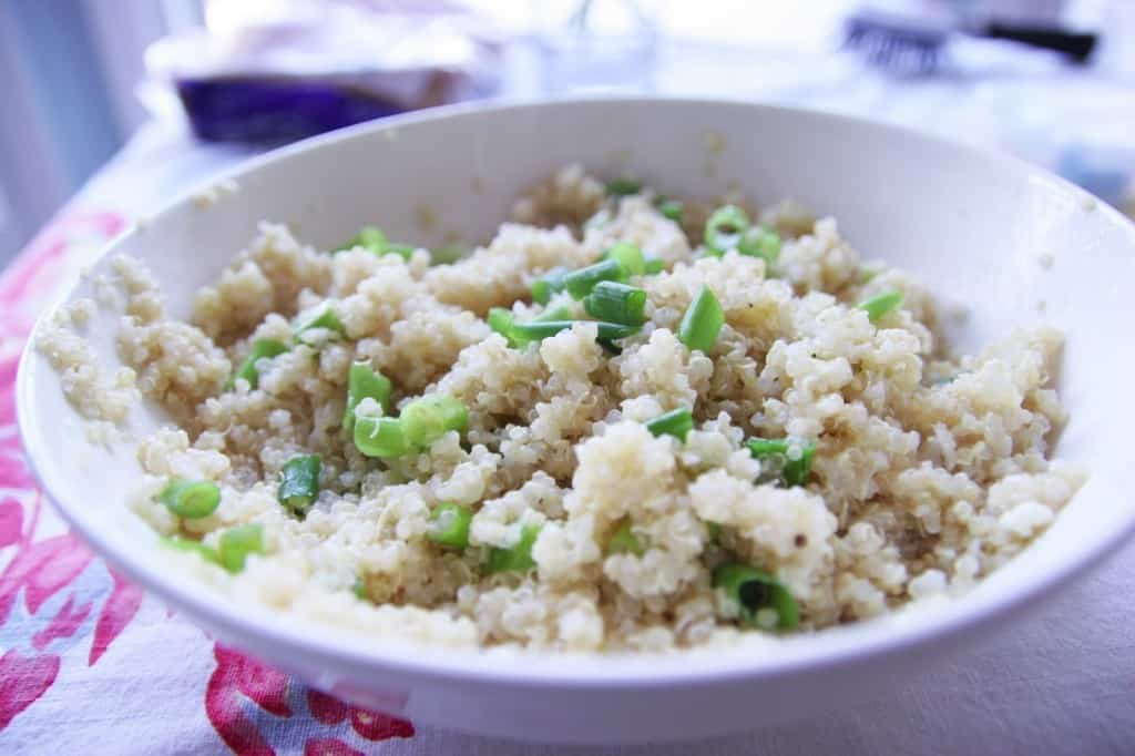 This healthy quinoa recipe only requires a few ingredients and is simply amazing! Whip it up for dinner tonight!