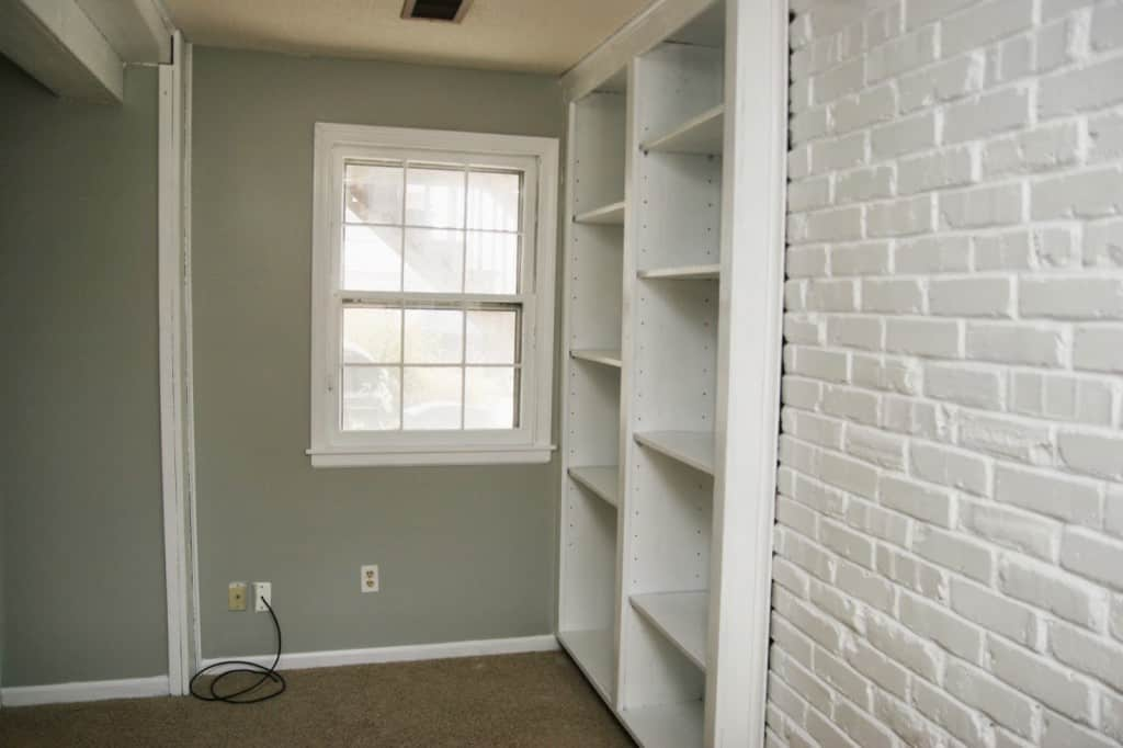 After Painting 1 Coat Of Primer And 4 Coats Paint In The Woodwork Brick Walls Seemed Like A Breeze