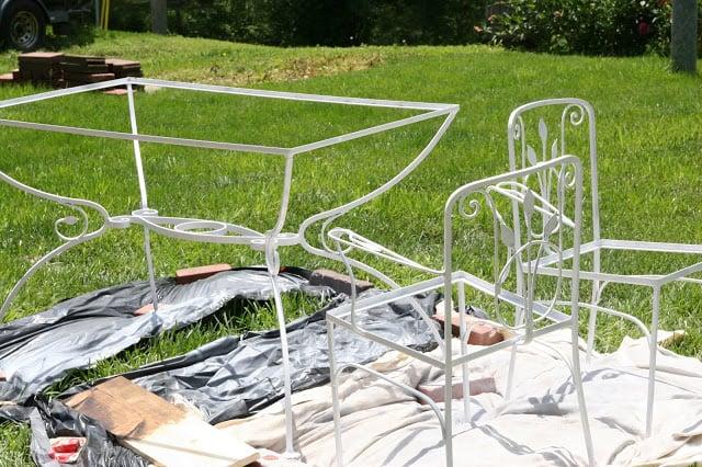 Vintage patio table makeover. Amazing transformation!