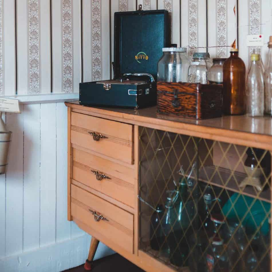 A hutch, credenza, buffet, sideboard, hutch and china cabinet are all pieces of furniture originally intended to be used in a dining room setting. Although these pieces of furniture are similar and sometimes can be used interchangeably, there are a few differences to take into account when looking to buy one for your home.
